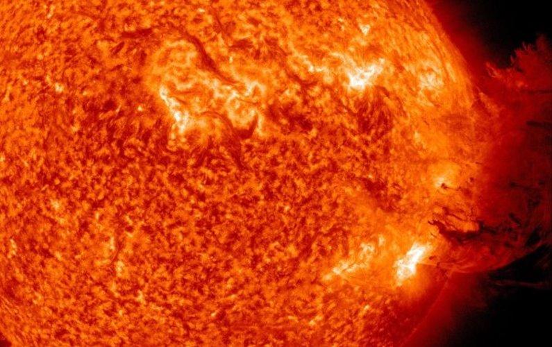 Une éruption solaire spectaculaire