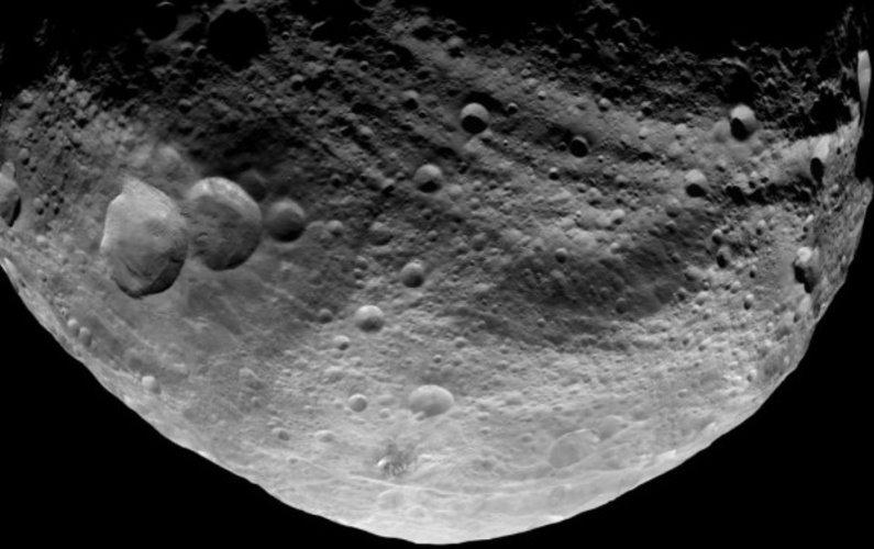 Dawn photographie l'hémisphère nord de Vesta