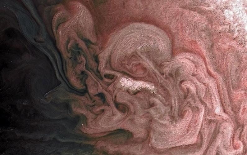 Tempête rose sur Jupiter