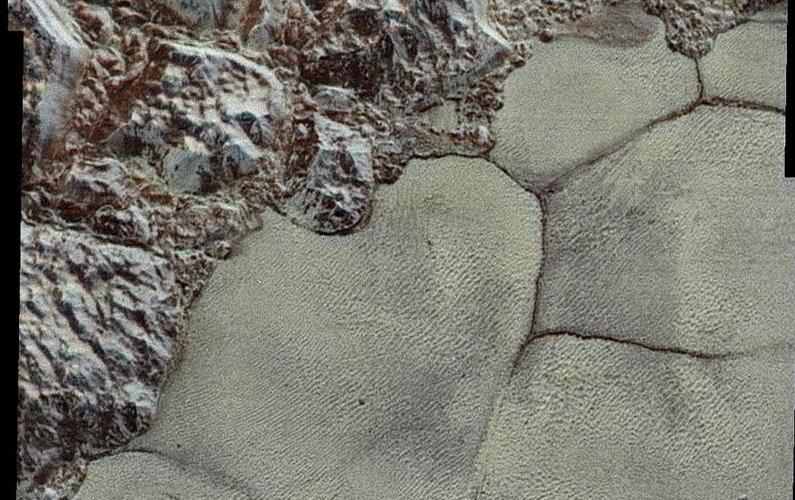 Des dunes découvertes sur Pluton