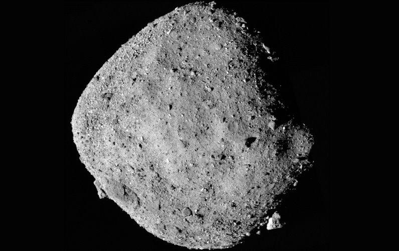 OSIRIS-REx en orbite autour de Bénou