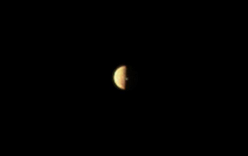 Juno observe une éruption volcanique à la surface d'Io