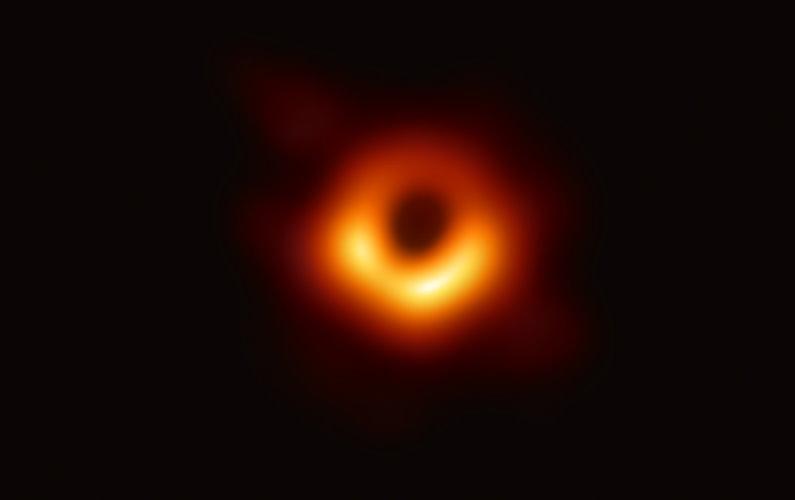 La première image d'un trou noir