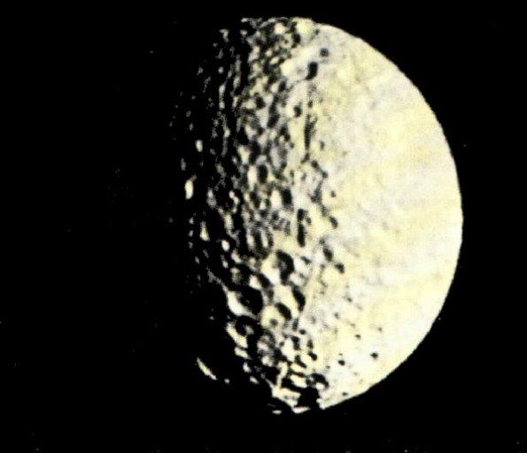 Mimas vu par Voyager