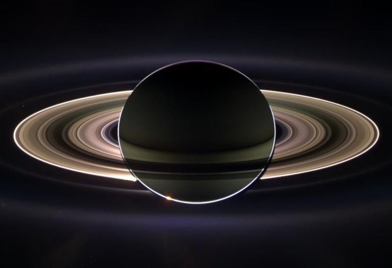 Saturne à contre-jour vu par la sonde Cassini